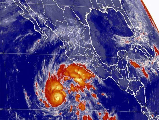 Huracán Sandra asciende a categoría 3