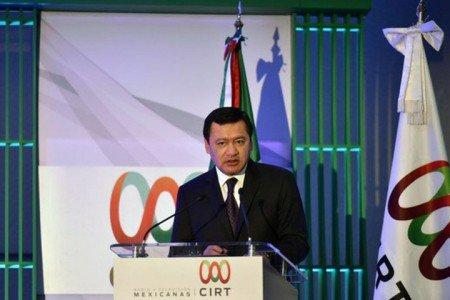 Diálogo y debate construyen la democracia en México, enfatiza Osorio Chong