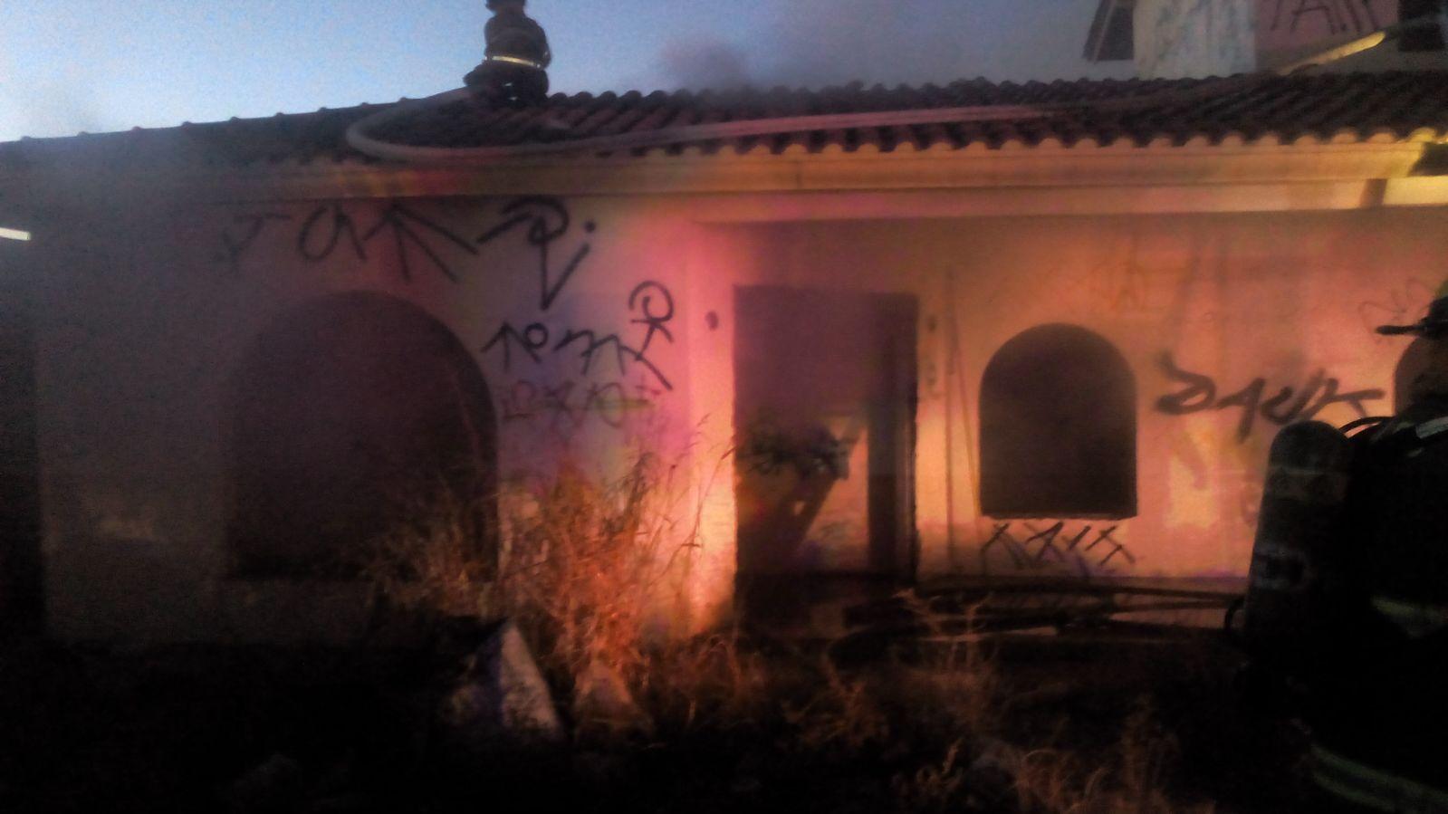 Malvivientes prenden fuego accidentalmente a vivienda