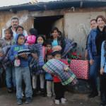 "Reciben familias vulnerables ""Apapacho Navideño"""