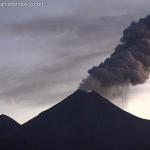 Volcán de Colima emite este miércoles fumarola de 2 mil metros