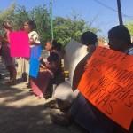 Protestan padres de niñas víctimas de canadiense; dicen no conocerlo