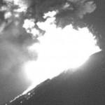 Expulsa Volcán Popocatépetl material incandescente