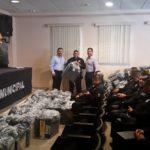 ENTREGA DE UNIFORMES A ELEMENTOS DE SEGURIDAD PÚBLICA MUNICIPAL.